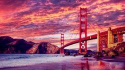 夕阳映衬下美丽的金门大桥