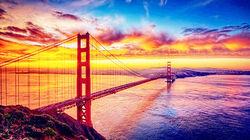 旧金山标志性建筑—水光掩映下的金门大桥