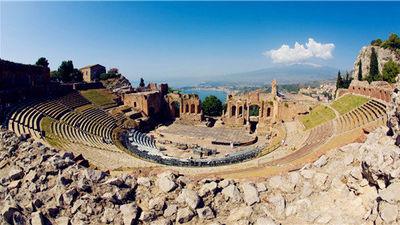 建于公元前3世纪的古希腊剧场