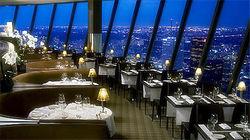 CN塔360°旋转餐厅赏璀璨夜景
