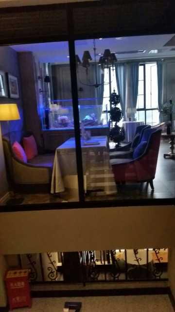 再看看这咖啡厅  美甲室