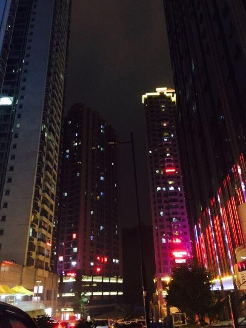 西安市雁塔区芒果酒店夜景图片