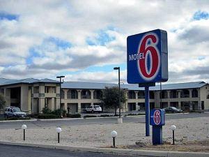 모텔 6 정션(Motel 6 Junction)