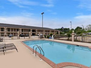 Mockingbird Inn & Suites