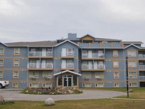 Misty Mountain Inn & Suites