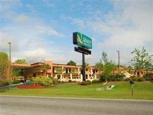 퀄리티 인 & 스위트(Quality Inn & Suites)