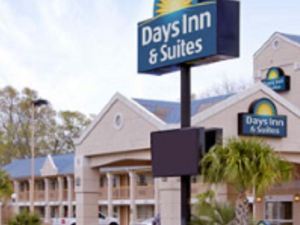 Days Inn & Suites Nacogdoches