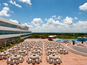힐튼 비야에르모사 앤 컨퍼런스 센터 호텔 (Hilton Villahermosa & Conference Center)