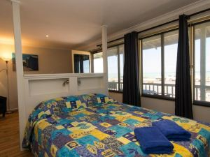 Tradewinds Seafront Apartments