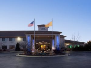 Holiday Inn Express Hotel & Suites Raton