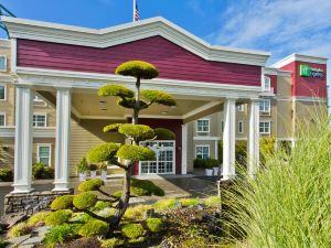 홀리데이 인 익스프레스 앤드 스위트 애스토리아(Holiday Inn Express Hotel & Suites Astoria)
