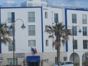 블루 문 호텔(Blue Moon Hotel)
