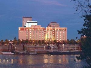 엠버시 스위트 새크라멘토 리버프론트 프로미네이드 호텔 (Embassy Suites Sacramento-Riverfront Promenade)