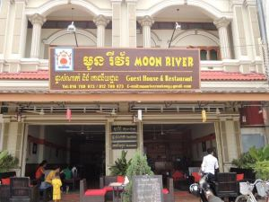 Moon River Guesthouse & Restaurant