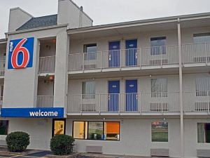 모텔 6 찰스턴 이스트 Wv(Motel 6 Charleston East Maccorkle Avenue)