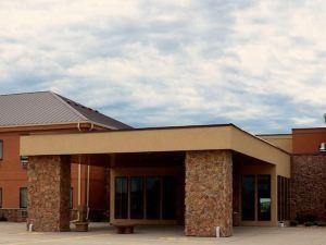 Boulders Inn & Suites - Newton