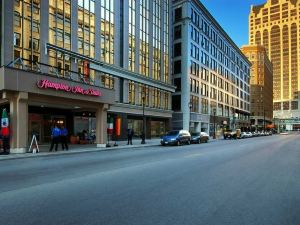 Hampton Inn and Suites Milwaukee Downtown, WI
