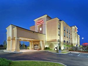 Hampton Inn and Suites Millington, TN