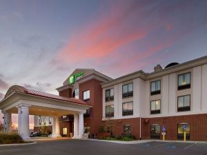 Holiday Inn Express Hotel & Suites Tullahoma
