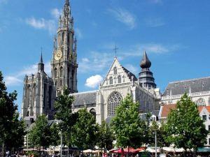힐튼 앤트워프 구시가 호텔 (Hilton Antwerp Old Town)