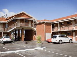 Courtyard Motor Inn