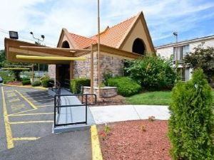 Howard Johnson Inn - Clifton