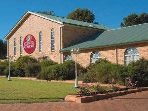 Country Comfort Parkes
