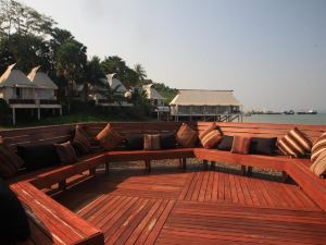 더 블루 스카이 리조트@ 라농 (The Blue Sky Resort@ Ranong)