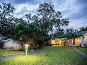La Roca Guest House