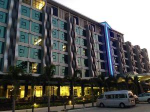알바레즈 호텔 (Alvarez Hotel)