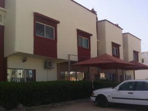 호텔 에미라 (Hotel Emira)