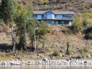The River Haus Bed and Breakfast