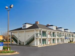 Baymont Inn and Suites - Warner Robins