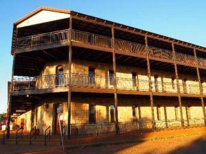 더 에스플라나드 호텔 포트 헤드랜드 (The Esplanade Hotel Port Hedland)