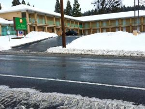 Mt. Shasta Inn & Suites