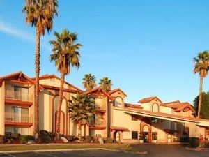 퀄리티 인 앤 스위트 베이커스필드 (Quality Inn And Suites Bakersfield)