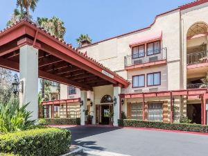 Clarion Inn and Suites Orange County John Wayne Airport