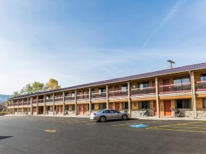 Econo Lodge Inn and Suites Kalispell