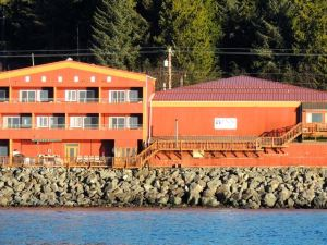 Cascade Creek Inn & Charters