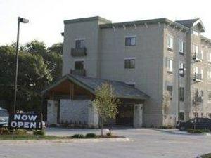 파크우드 인 & 스위트(Parkwood Inn & Suites)