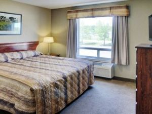 Lakeview Inn & Suites - Fort Nelson