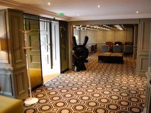 르 신크 호텔 (Hotel le Cinq)
