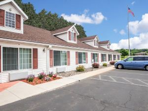 Econo Lodge Inn and Suites Eau Claire