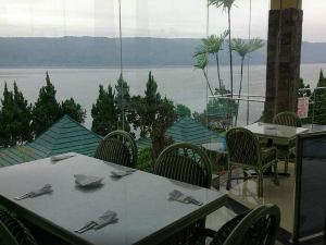 Danau Toba International Cottage