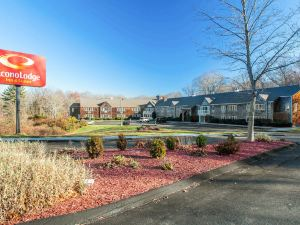 Econo Lodge Inn and Suites Groton