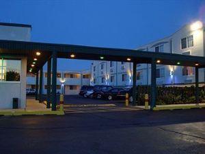 O'Hare Inn & Suites Schiller Park