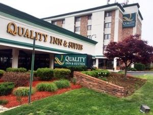 퀄리티 인 앤 스위트 (Quality Inn and Suites-College Park)