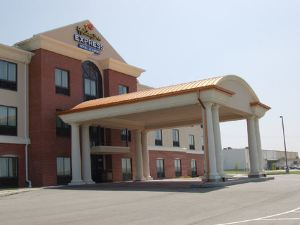 Holiday Inn Express Hotel & Suites Concordia Us81