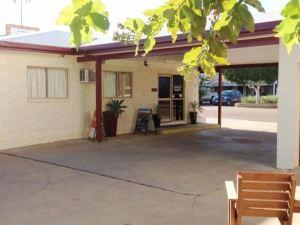 롱그리치 모텔 (Longreach Motel)