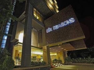 식스 시즌 호텔 (Six Seasons Hotel)